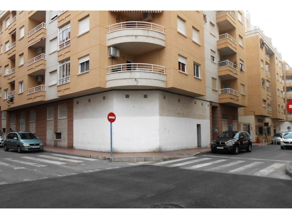 Cheapest commercial unit in Torrevieja! Corner unit 62m2