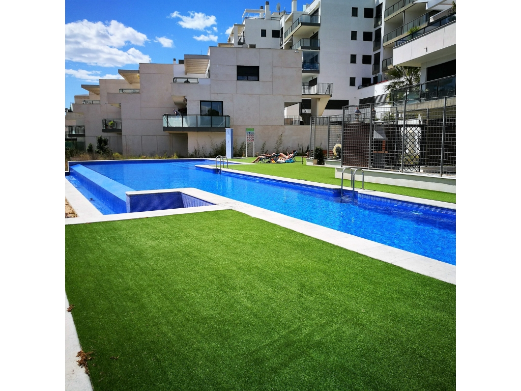Magnificent 3 bedroom 2 Bathroom Apartment, with parking and Communal pool and gym