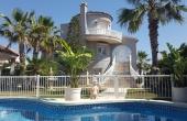 2-100/1001, 4 Bedroom 3 Bathroom Villa in Villamartin
