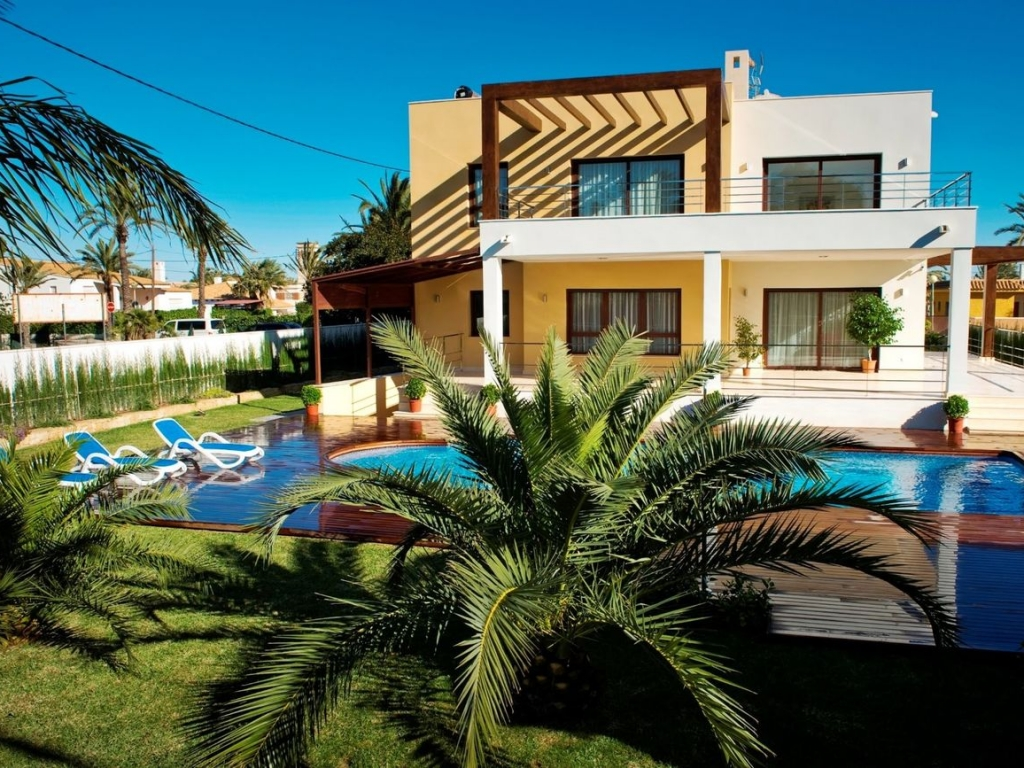 5 Bedroom 7 Bathroom Villa in Cabo Roig