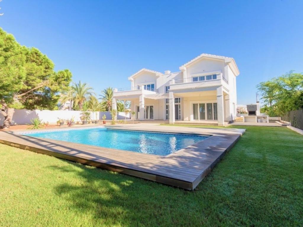 4 Bedroom 5 Bathroom Villa in Cabo Roig