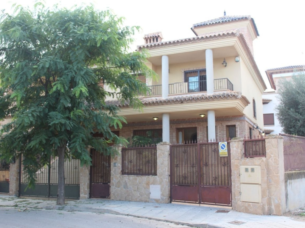 4 Bedroom 2 Bathroom Villa in Los Alcazares