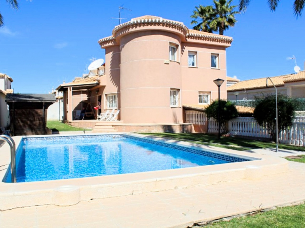 4 Bedroom 3 Bathroom Villa in Playa Flamenca
