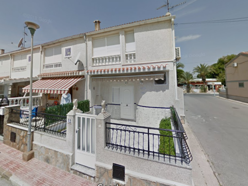 4 Bedroom 2 Bathroom Villa in Torrevieja