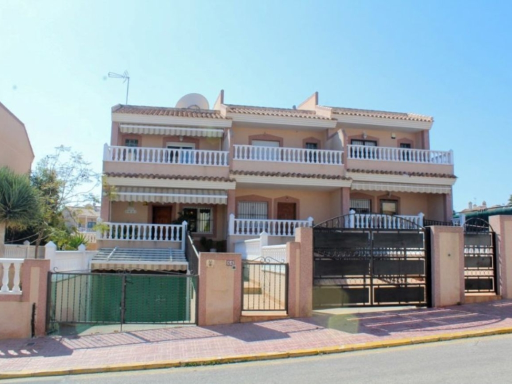 4 Bedroom 3 Bathroom Villa in Torrevieja