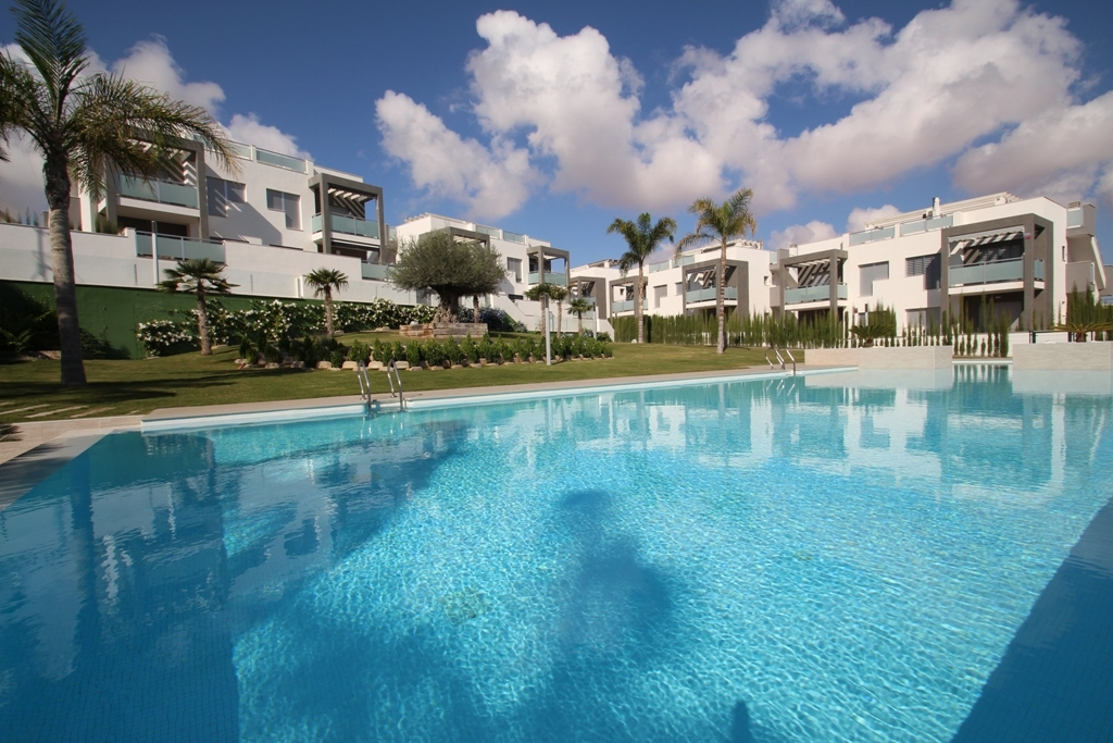 New bungalows with salt lake views, Torrevieja