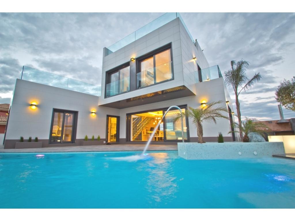 Luxury detached villas in Campoamor