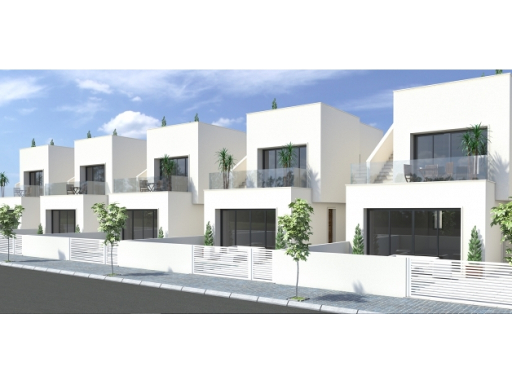 Spacious Detached Villas, near Town and Beaches