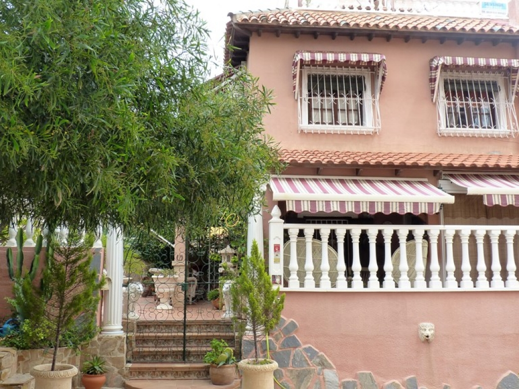 3 Bedroom 2 Bathroom Villa in Torrevieja