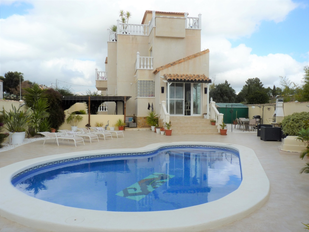3 Bedroom 3 Bathroom Villa in San Miguel de Salinas