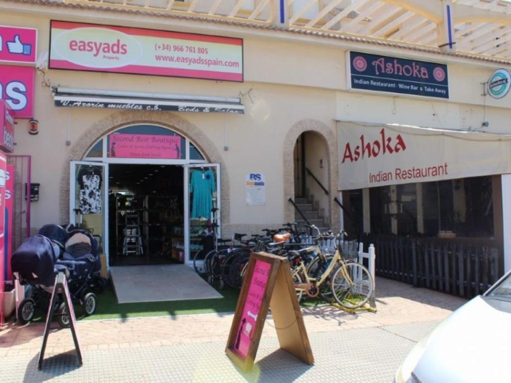1 Bathroom Commercial in La Zenia