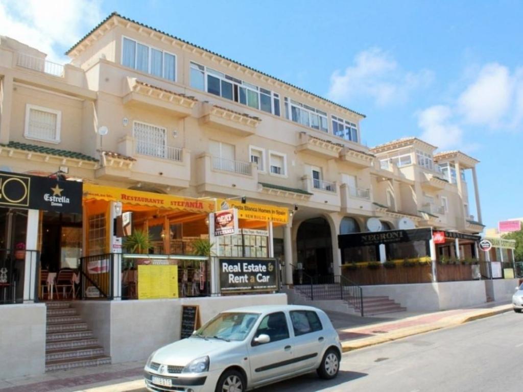 2 Bathroom Commercial in Playa Flamenca